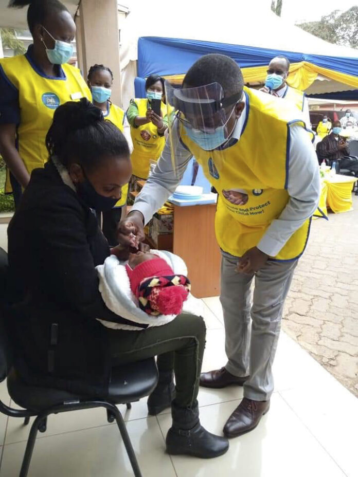 mother-get-children-vacinated-for-polio